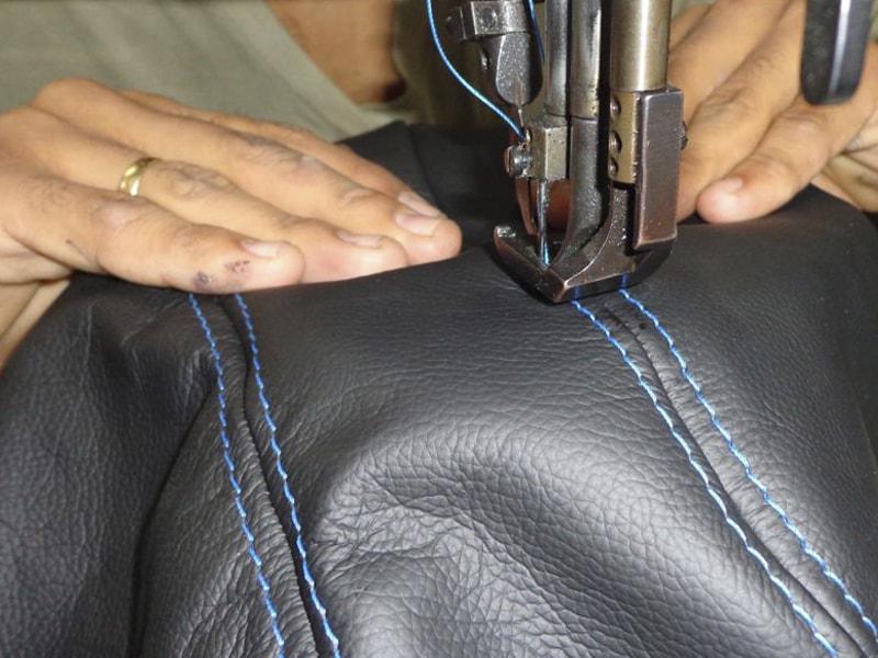 Costura do apoio de braço automotivo - ARTEFACTUM